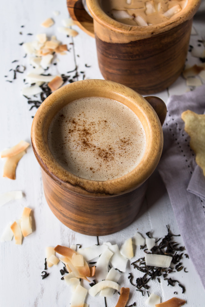 Cold days call for coconut chai lattes! This cozy coconut chai latte tastes like a cup of spiced decadence, but won't break your new year's resolutions. www.passthecookies.com