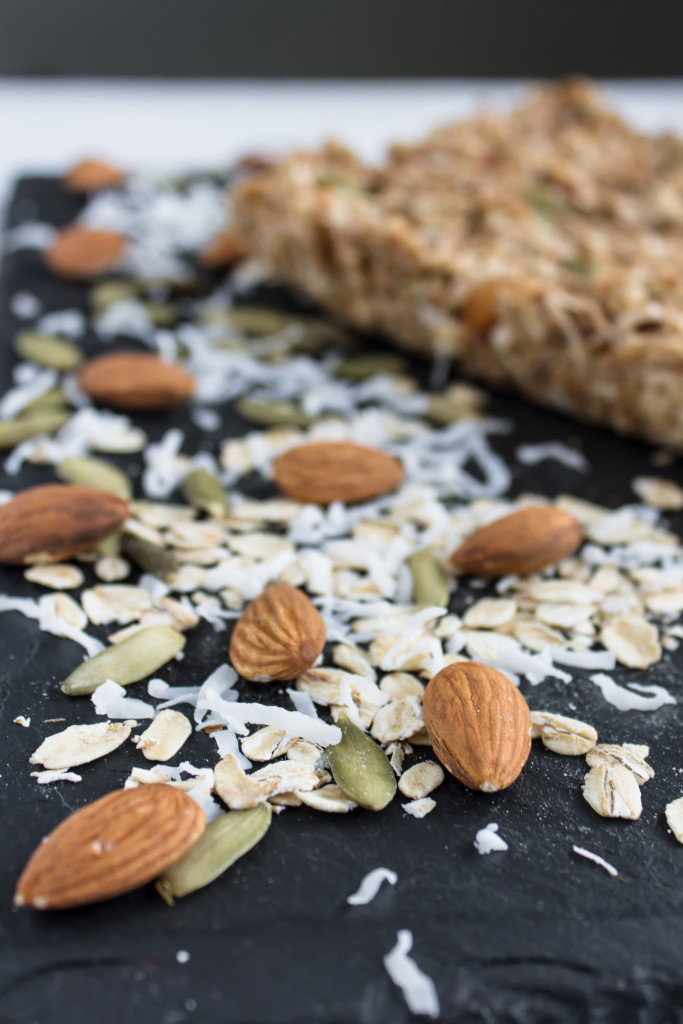 Almond oatmeal granola bars are perfect for the busy back-to-school season.   Pass the Cookies