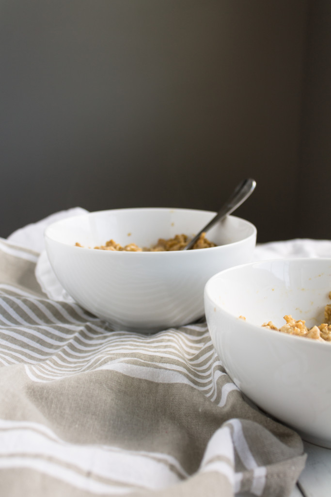 Pumpkin Pie Oatmeal with Maple Roasted Pecans | passthecookies.com