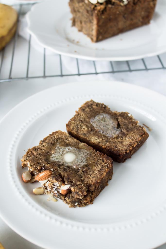 Almond Banana Bread  (gluten free, refined sugar free and paleo!) | www.passthecookies.com