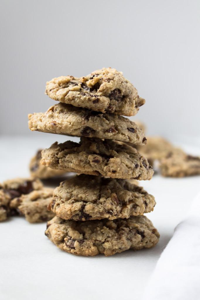 Dark Chocolate Pecan Oatmeal Cookies | www.passthecookies.com