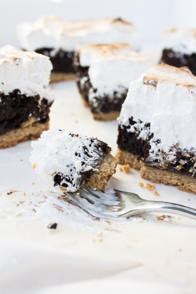 S'mores Bars | www.passthecookies.com