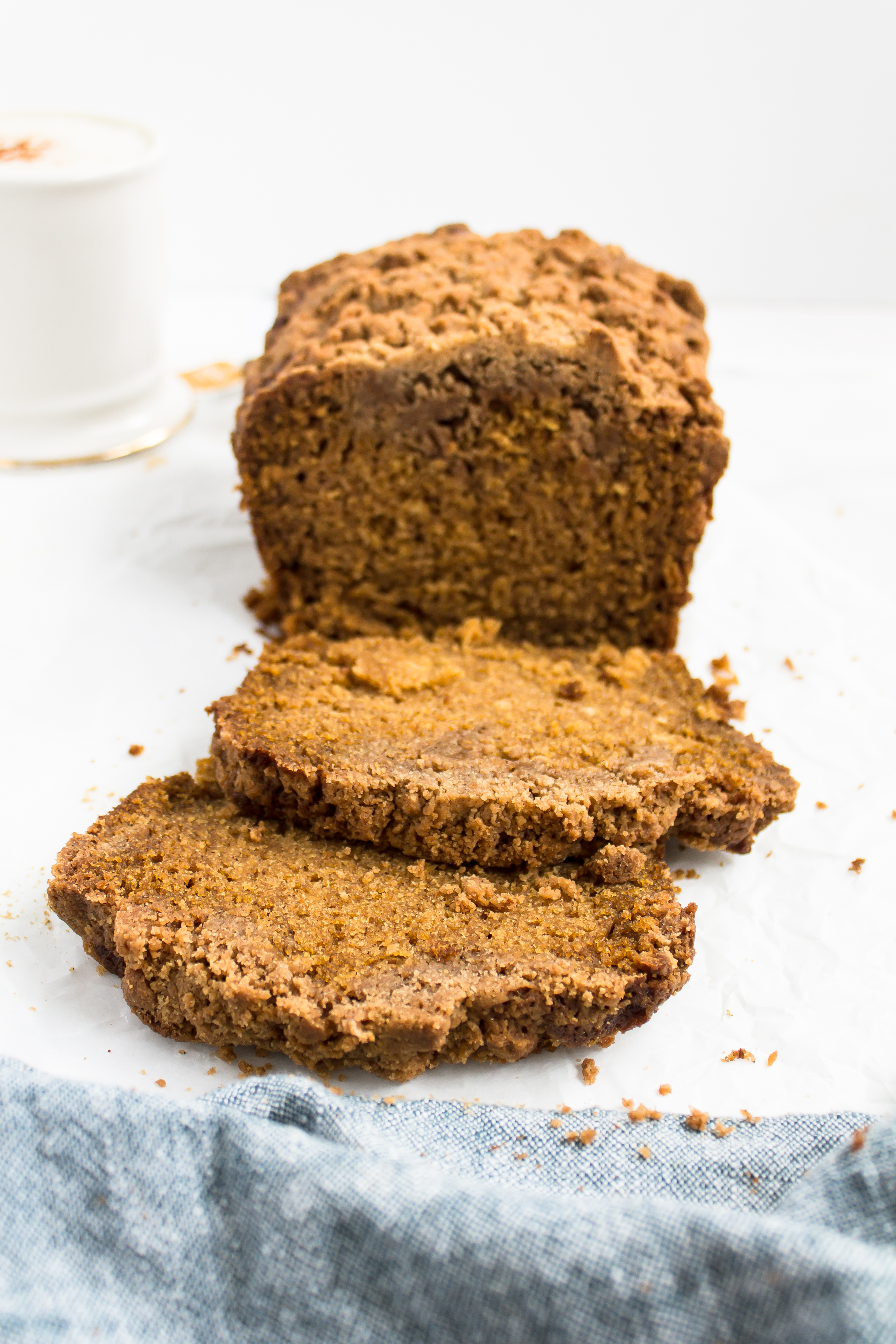 Pumpkin Bread with Chai Crumble | Pass the Cookies | www.passthecookies.com