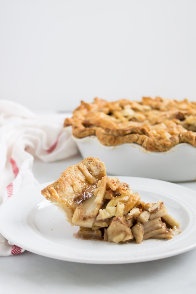 Salted Maple Caramel Apple Pie | www.passthecookies.com
