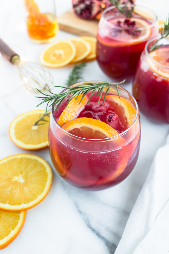 Sparkling Pomegranate Punch Cocktails | Pass the Cookies | www.passthecookies.com