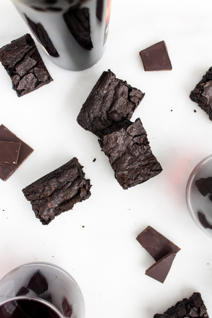 Fudgy Red Wine Brownies | Pass the Cookies | www.passthecookies.com