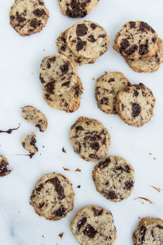 Dark Chocolate Chunk Espresso Shortbread | Pass the Cookies | www.passthecookies.com