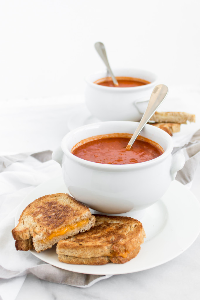 Healthy Tomato Soup | Pass the Cookies | www.passthecookies.com