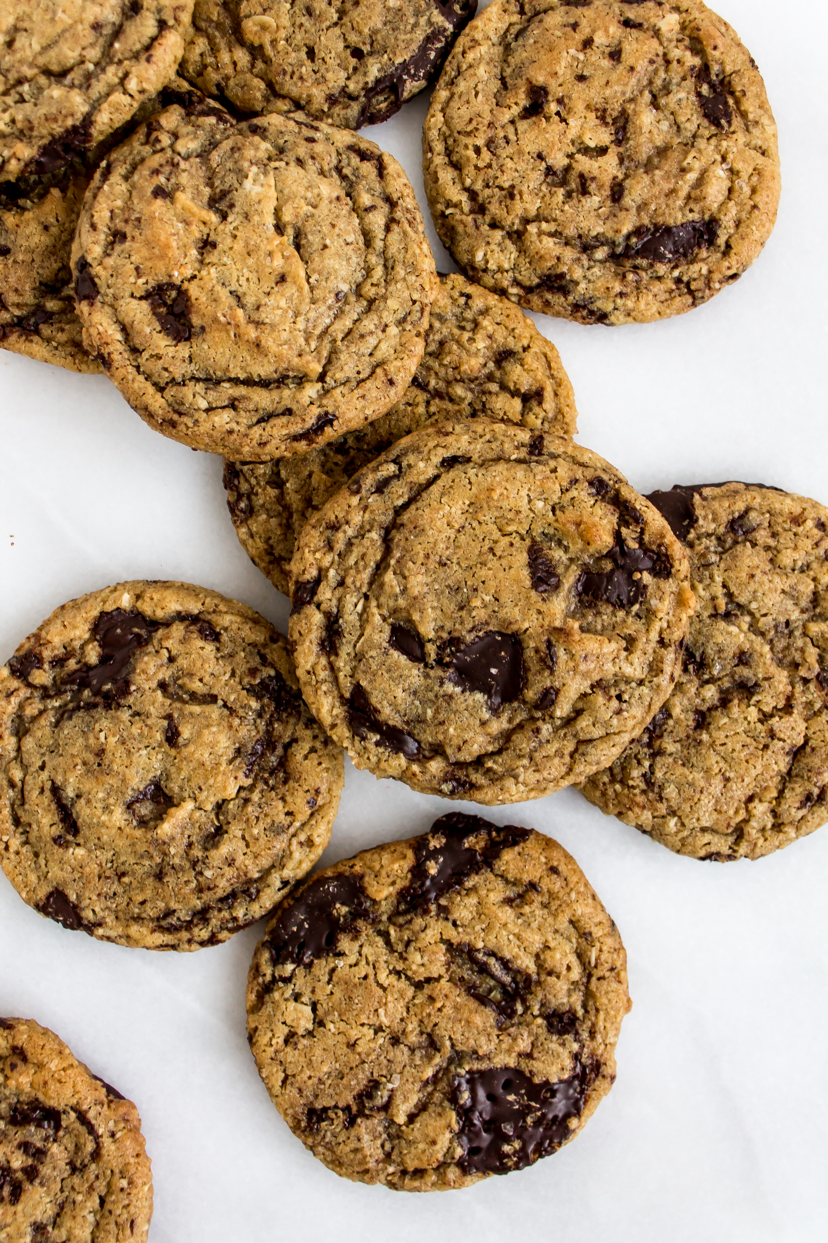 Spelt chocolate chip cookies are a unique twist on the classic chocolate chip cookie. With a nutty flavor, dark chocolate chunks, and that sweet and salty combination, they are a delicious treat. | www.passthecookies.com