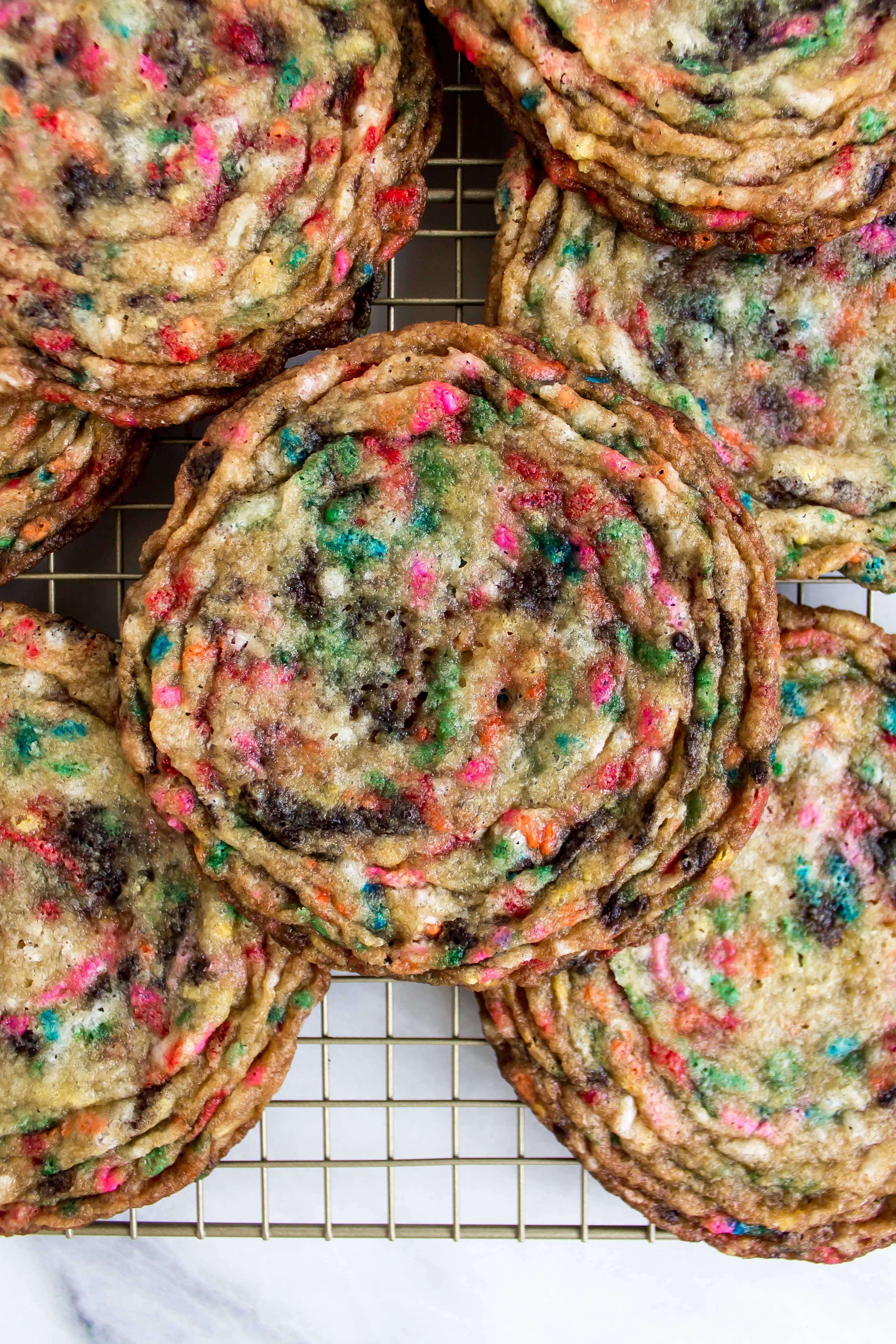 Looking for the most colorful and addictive cookie around? Funfetti pan-banging cookies are a winner! | Pass the Cookies | www.passthecookies.com
