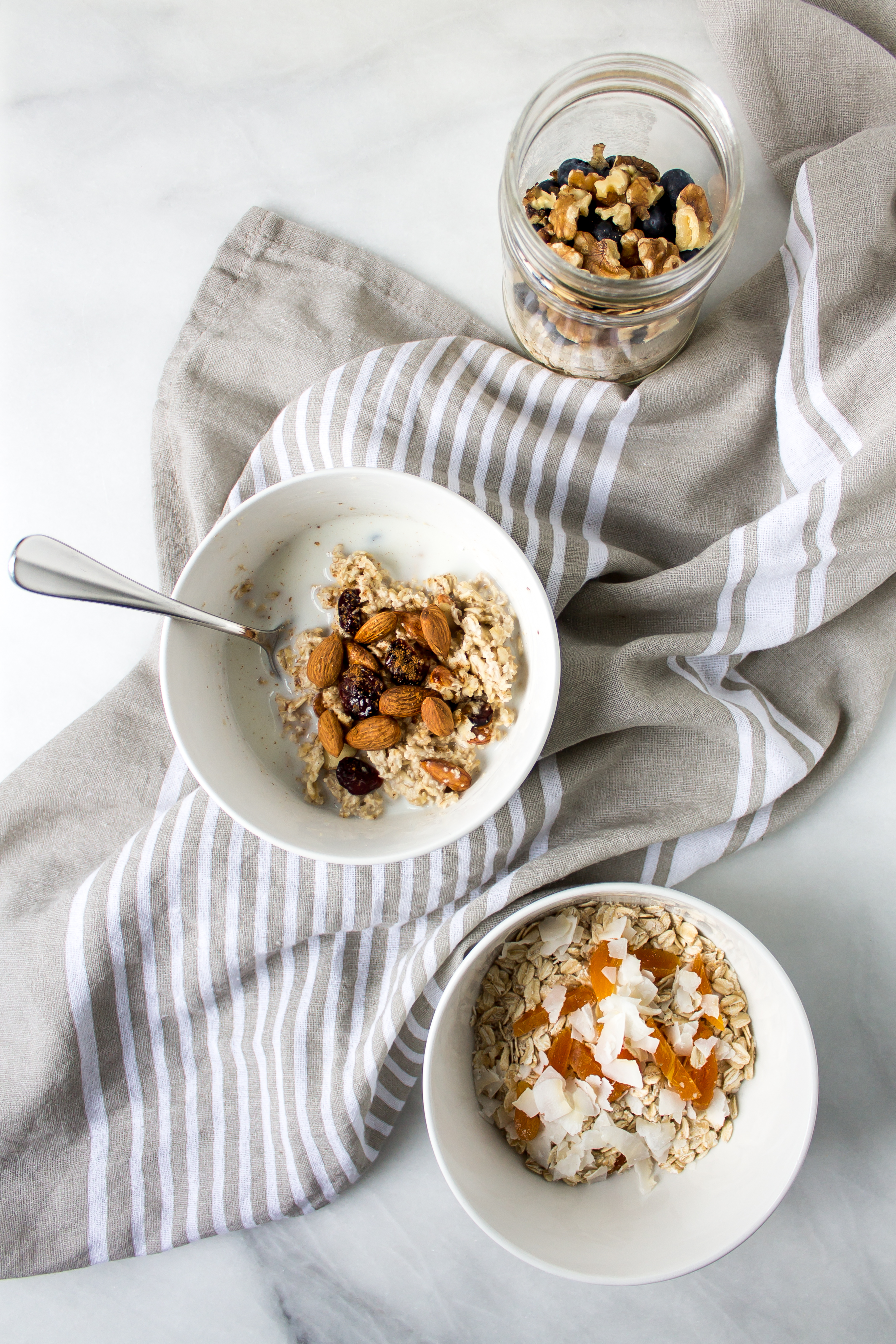 DIY instant oatmeal is the nutritious, easy way to start your busy mornings off right. It is portable and there are so many options for toppings!   Pass the Cookies   www.passthecookies.com
