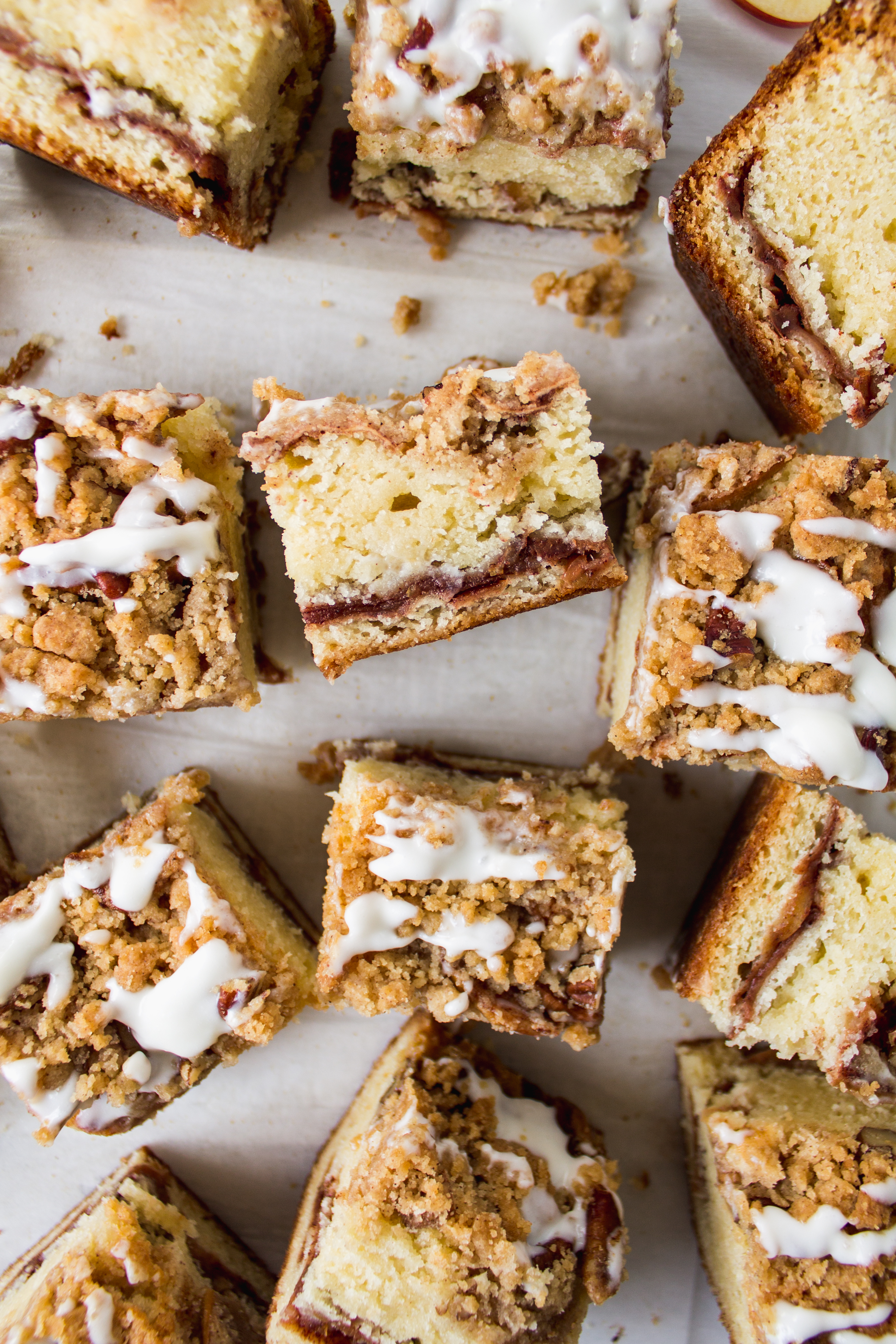 Apple crumb cake is moist and filled with flavor. It is delicious and perfect for a crowd! | Pass the Cookies | www.passthecookies.com